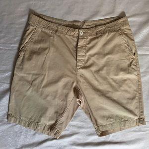 Men's H&M Divided Beige Khaki Shorts Size 36.